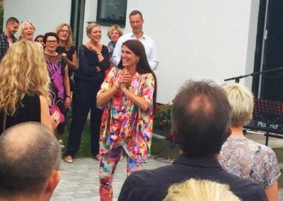 Fællessang med Anna Kruse på arbejdet