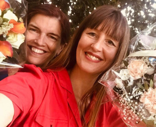 Anna Kruse och Sara Futtrup till allsångs konsert i gården